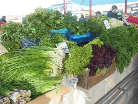 продажа зелени на рынке